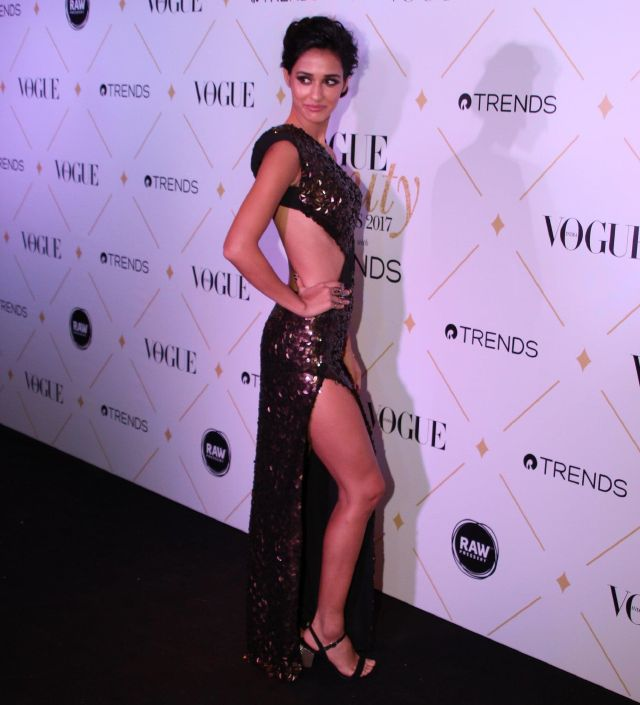 Disha Patani At 2017 Vogue Beauty Awards In Black Dress