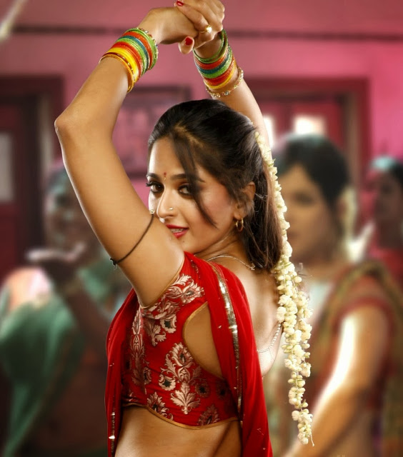 anushka-shetty-back-in-red-sari