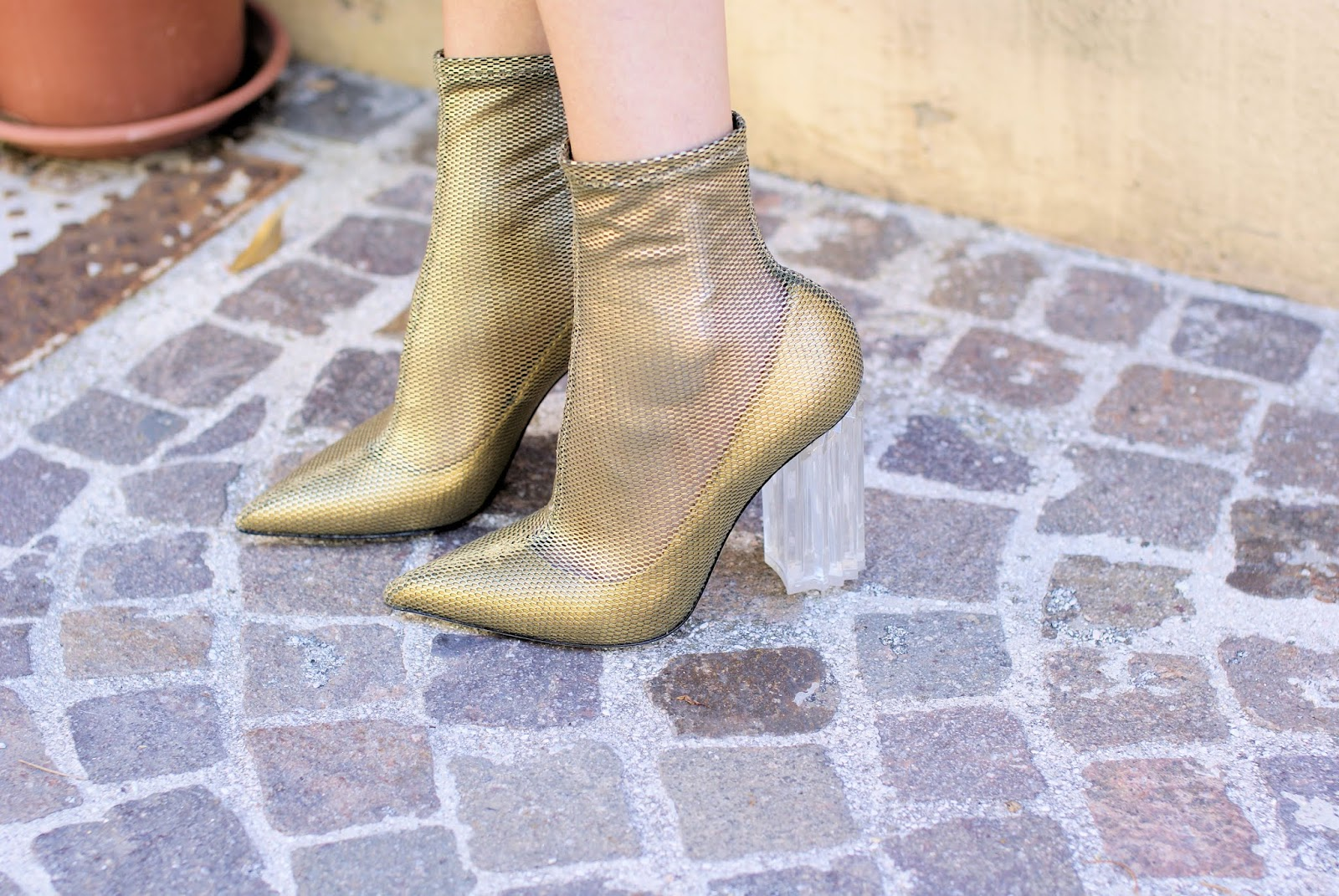 Fergie Le Silla boots on Fashion and Cookies fashion blog, fashion blogger style