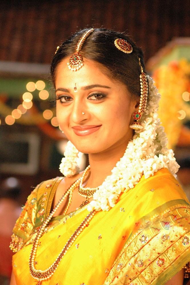 anushka shetty cute smile - photo #36