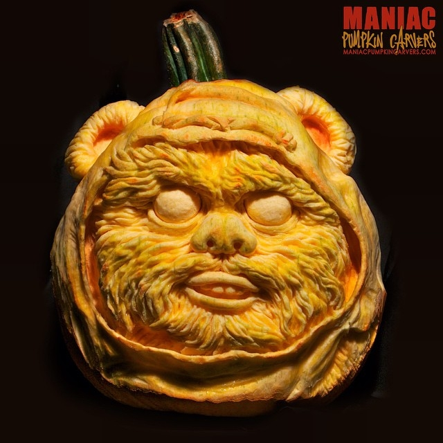 05-Ewok-Star-Wars-Maniac-Pumpkin-Carvers-Introduce-Halloween-www-designstack-co