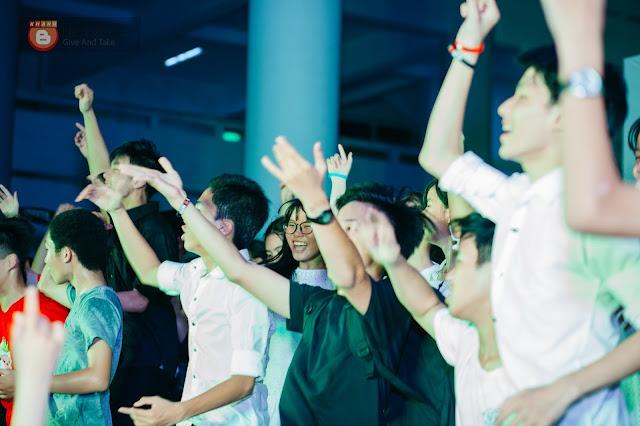 học sinh NTP nhảy EDM trong lễ ra trường