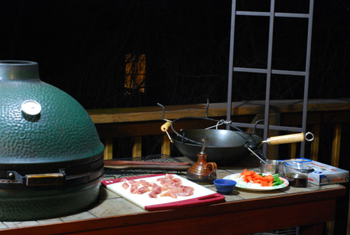 how to stir fry on big green egg, grill dome stir fry, stir fry on grill
