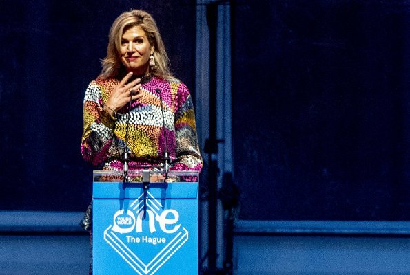 Queen Maxima wore a new dress by Indian designer Saloni Lodha. The Queen attends the One Young World 2018 Summit