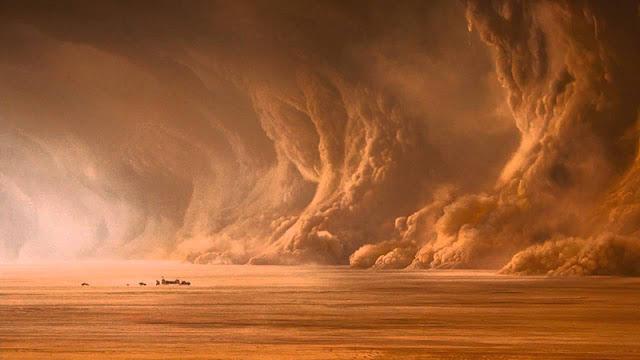 صور الطبيعة مع رياح قوية في الصحراء