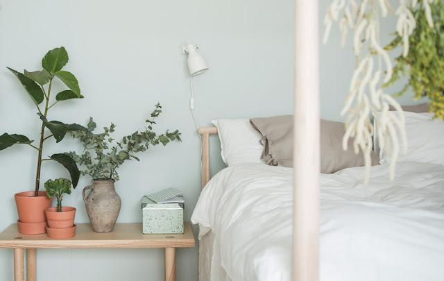 Una camera da letto fresca e rilassante