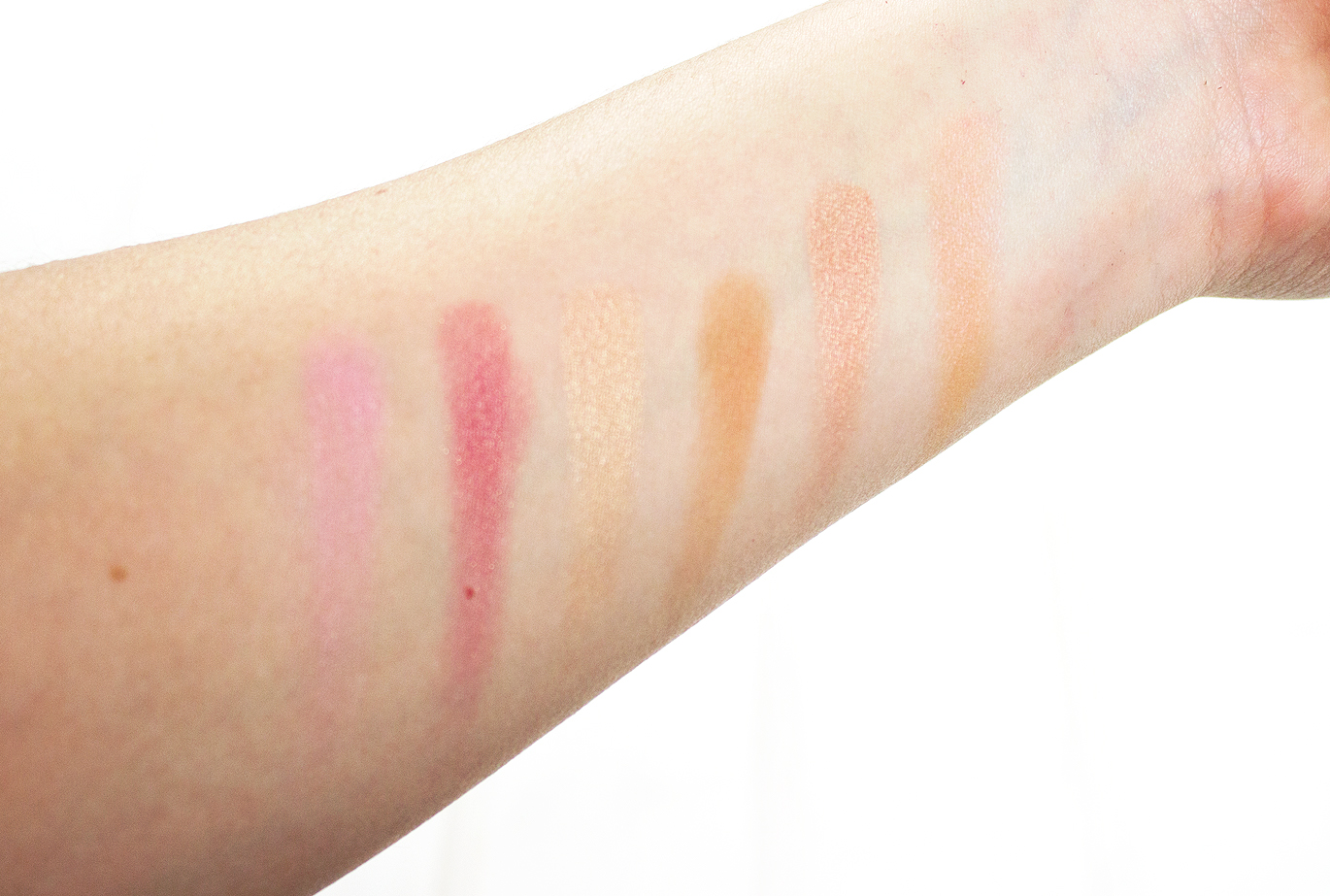 Urban Decay x Gwen Stefani Blush Palette Swatches