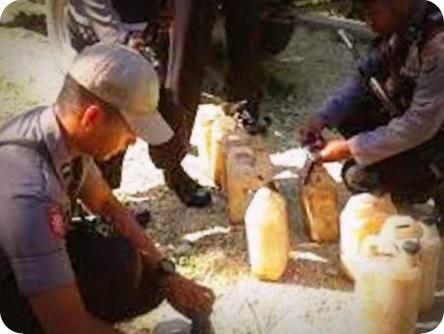 Polisi Grebek Lokasi Pembuatan Minuman Lokal di Hutan Arso