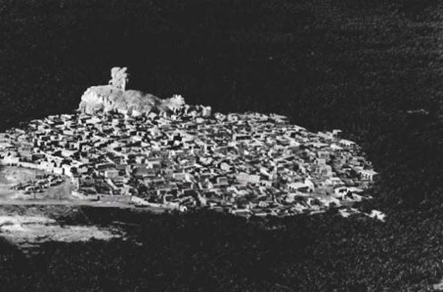 إحدى قرى الأحساء والواقعة بالقرب من جبل قارا 1950م