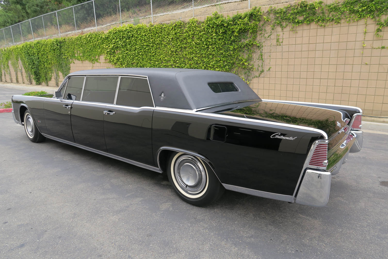 1965-lincoln-continental-limo-mcqueen-07.jpg