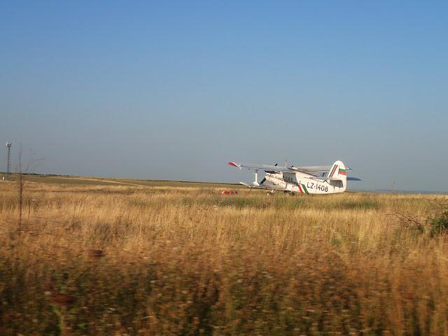Gdzieś w Bułgarii na polu... samolot. Zbudowany w Mielcu ;)