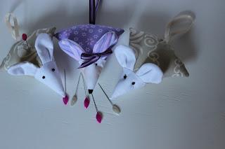 игольница, красивая игольница, для шитья, игрушка мышка, маленькая мышка, смешная мышка, оригинальная игольница, игольница своими руками, купить игольницу, настроение своими руками, все для шитья, аксессуары для шитья, где хранить иголки