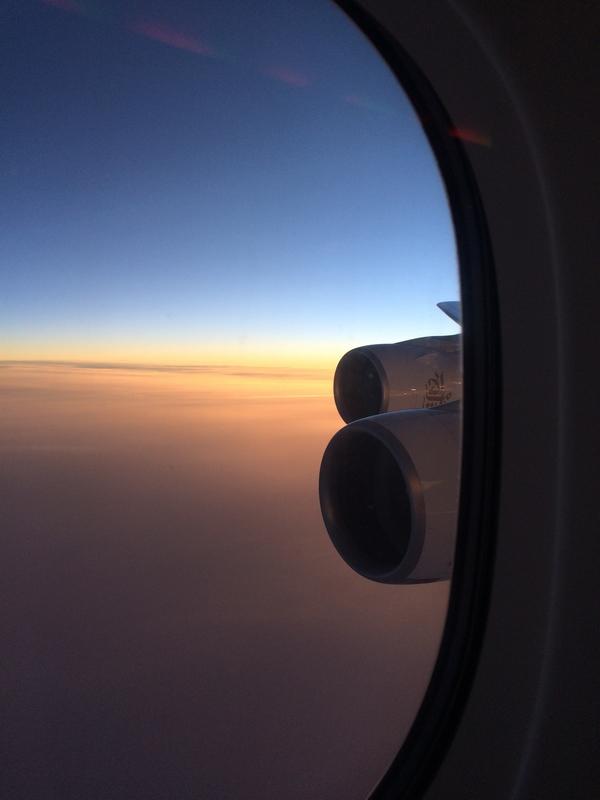 PHILIPPINES : Coucher de soleil de l'avion / Logistique du voyage / www.by-laura.fr