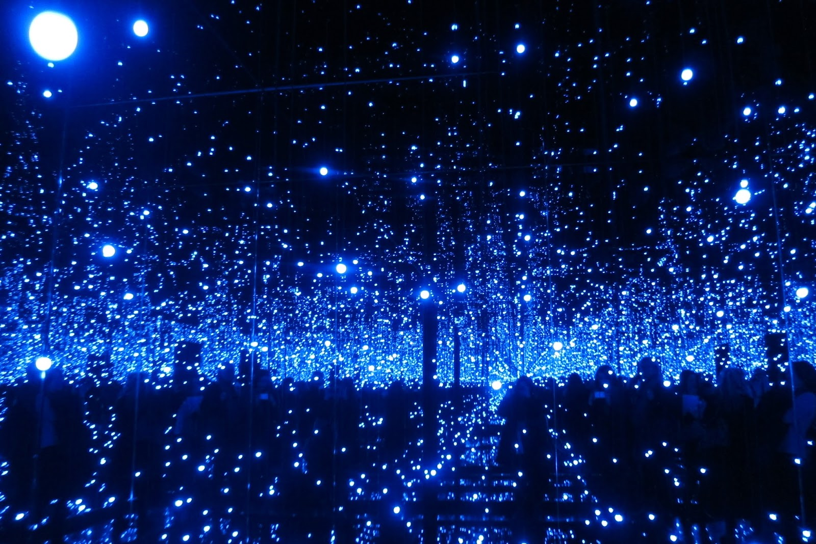 Heart Shaped Box Gallery Infinity Mirrored Room