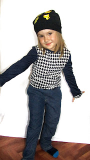 Детская одежда. Кофточка и джинсы.