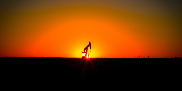 Image Attribute: An oil rig in Texas, USA | Photo: Esteban Monclova, Flickr/Creative Commons.