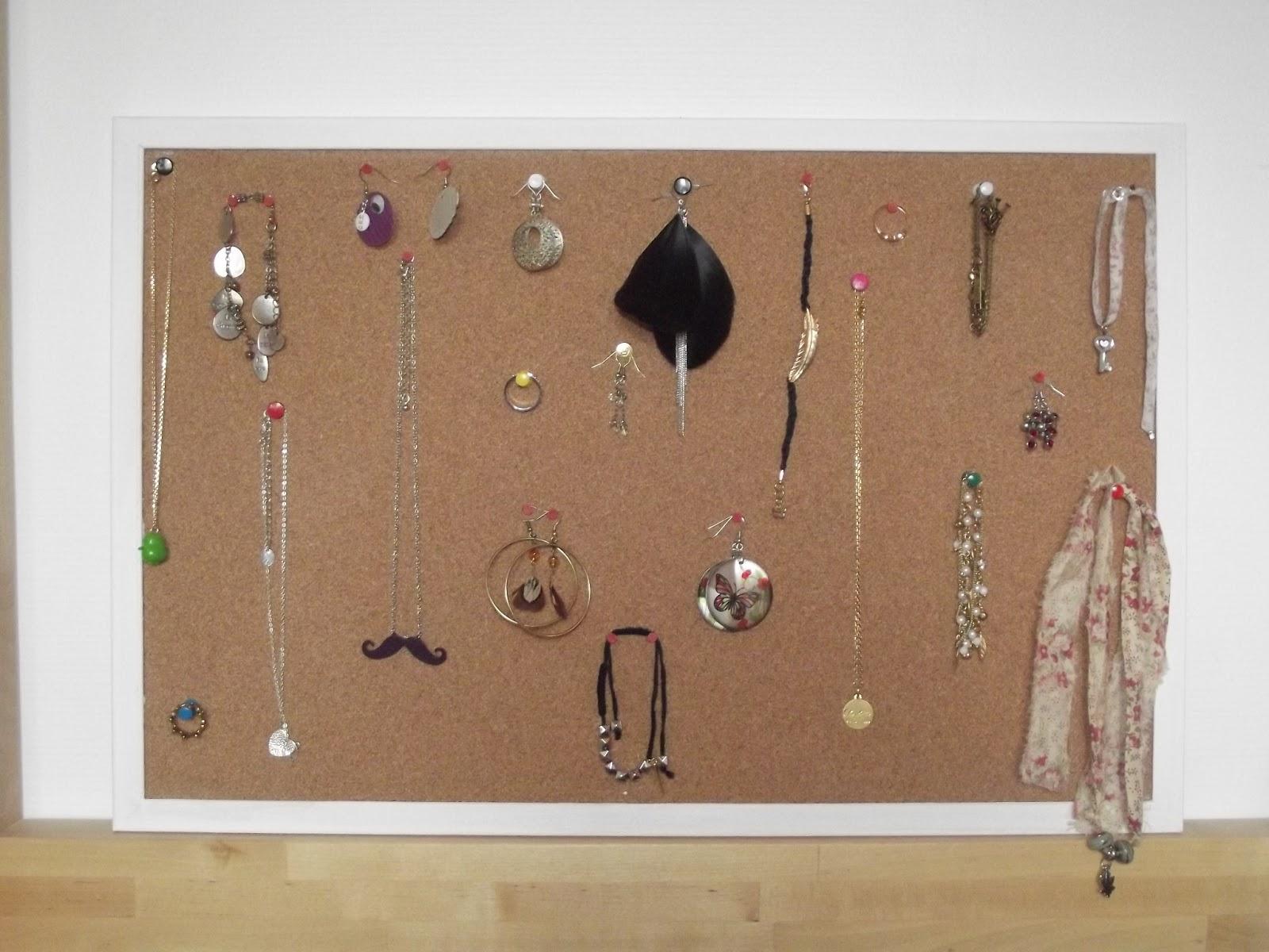 le blog de chic et choc diy 1 mon rangement bijoux. Black Bedroom Furniture Sets. Home Design Ideas