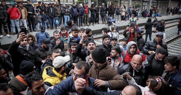"Handelsblatt: «Η Ελλάδα δεν τα βγάζει πέρα με όλους αυτούς που ζητούν άσυλο - Έχει ""βουλιάξει"" από αλλοδαπούς»"