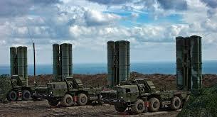 قوات الدفاع الجوي الروسي تدمر هدف مجهولا فوق ميناء طرطوس السوري .