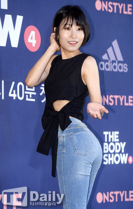 Comedian Ahn Young Mi Wows Everyone with Her Semi-Nude