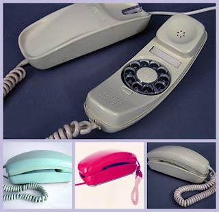 Imagen del teléfono Góndola. 2 piezas alargadas en forma de góndolas que se acopla una, donde se ubica el marcador, altavoz y micrófono, con la otra pieza que hace de base fija