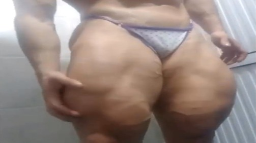 Clip women Bodybuilder has some crazy huge legs