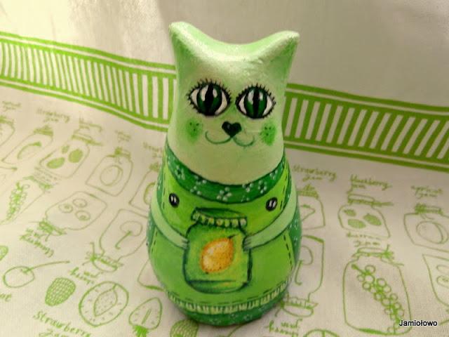 zielona kotka z nalewką cytrynowa malowana akrylami