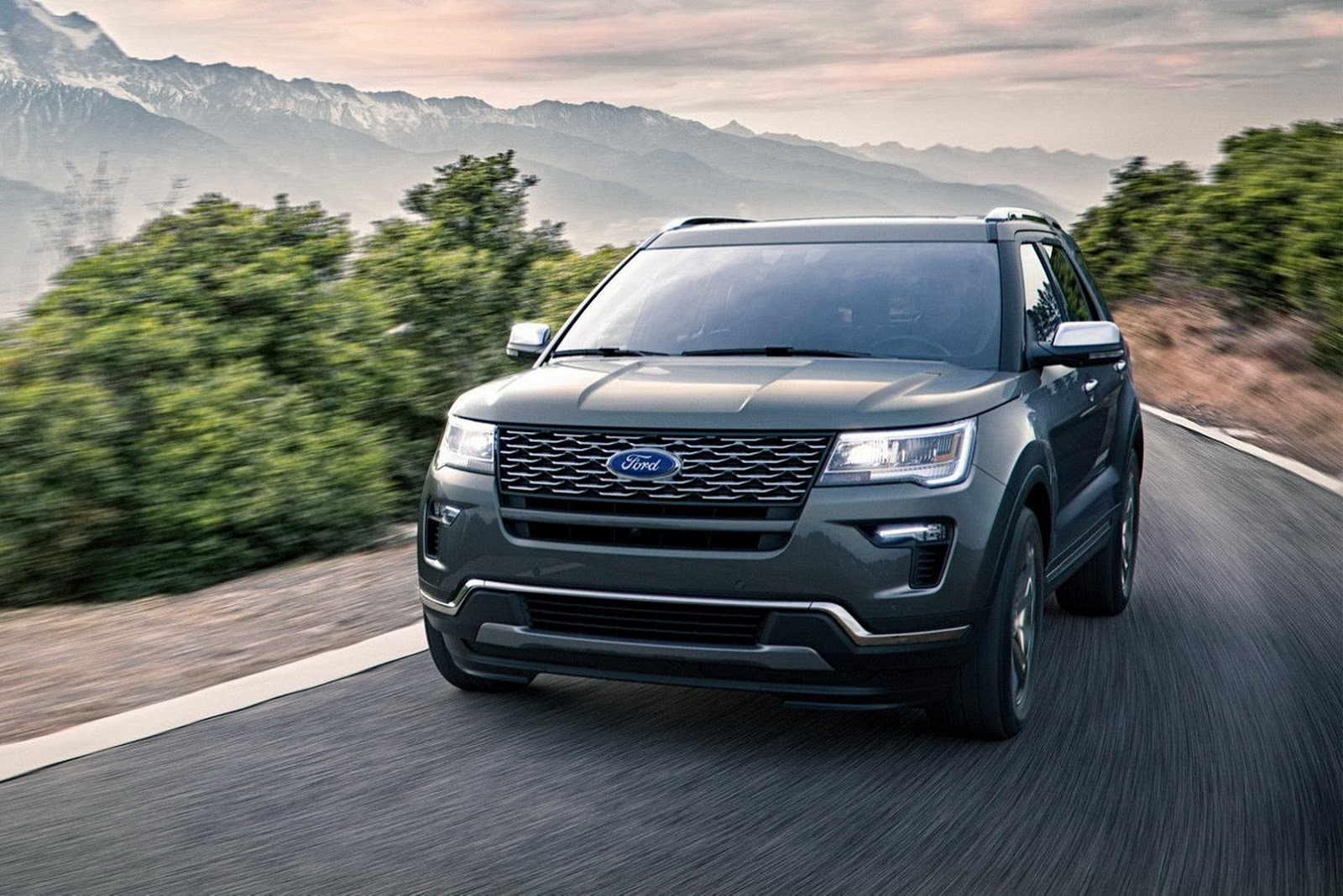 Ny Show 2018 Ford Explorer Gets Minor Revisions Before All New Replacement