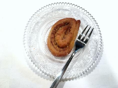 Συνταγή για σπιτικά σιροπιαστά ροξάκια ή ροξ / Roxakia recipe: Cocoa Cinnamon Dough Swirls soaked in a tasty, aromatic syrup.