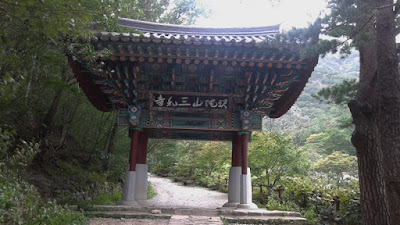 Primera puerta de acceso al Templo Samhwasa