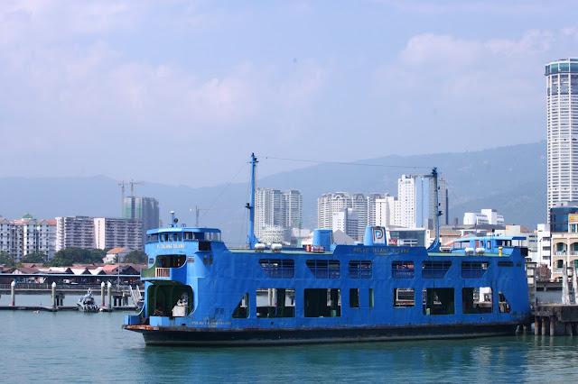 Kapal di Kepulauan Penang, Malaysia