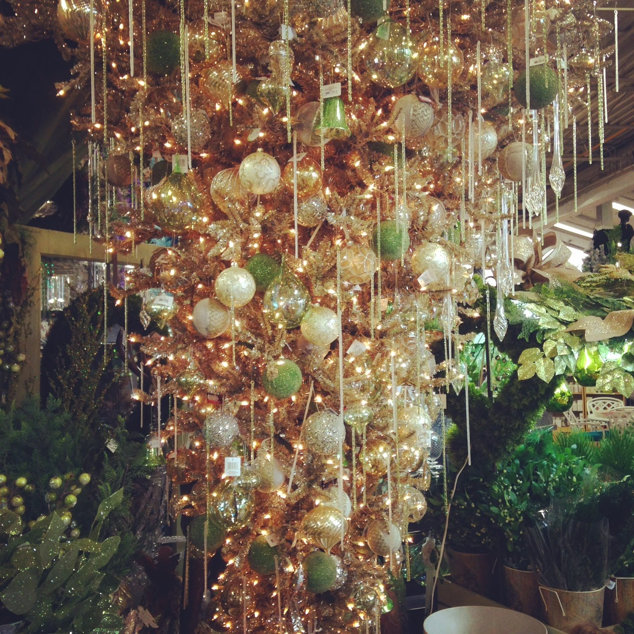 Why Upside Down Christmas Tree: Girl It Up!: Christmas Tree Decorating Trends 2014