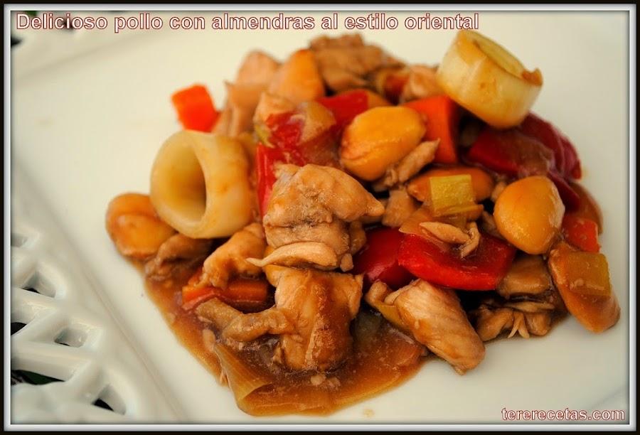 Delicioso pollo con almendras al estilo oriental.