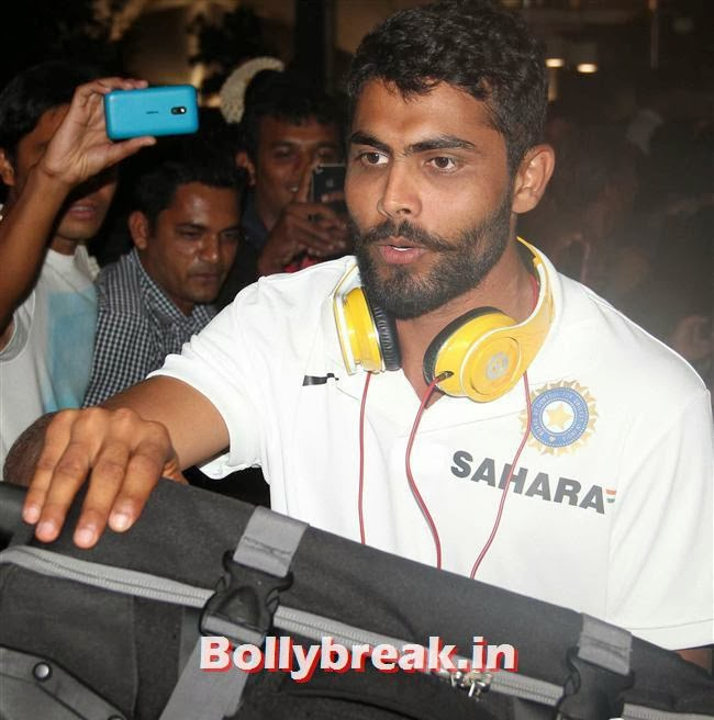 Ravindra Jadeja, Indian Cricket Team Return from South Africa at Mumbai Airport