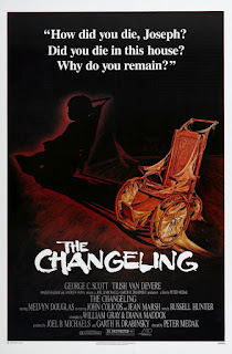 Al final de la escalera<br><span class='font12 dBlock'><i>(The Changeling)</i></span>