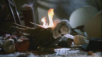 une marionnette en mauvais état dans PUPPET MASTER 5, film fantastique réalisé par Jeff Burr