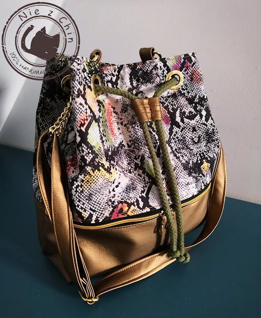 Bucket bag w wersji wężowo-złotej