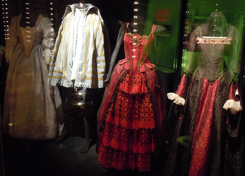 White and Red Queen Courtiers Alice in Wonderland costumes
