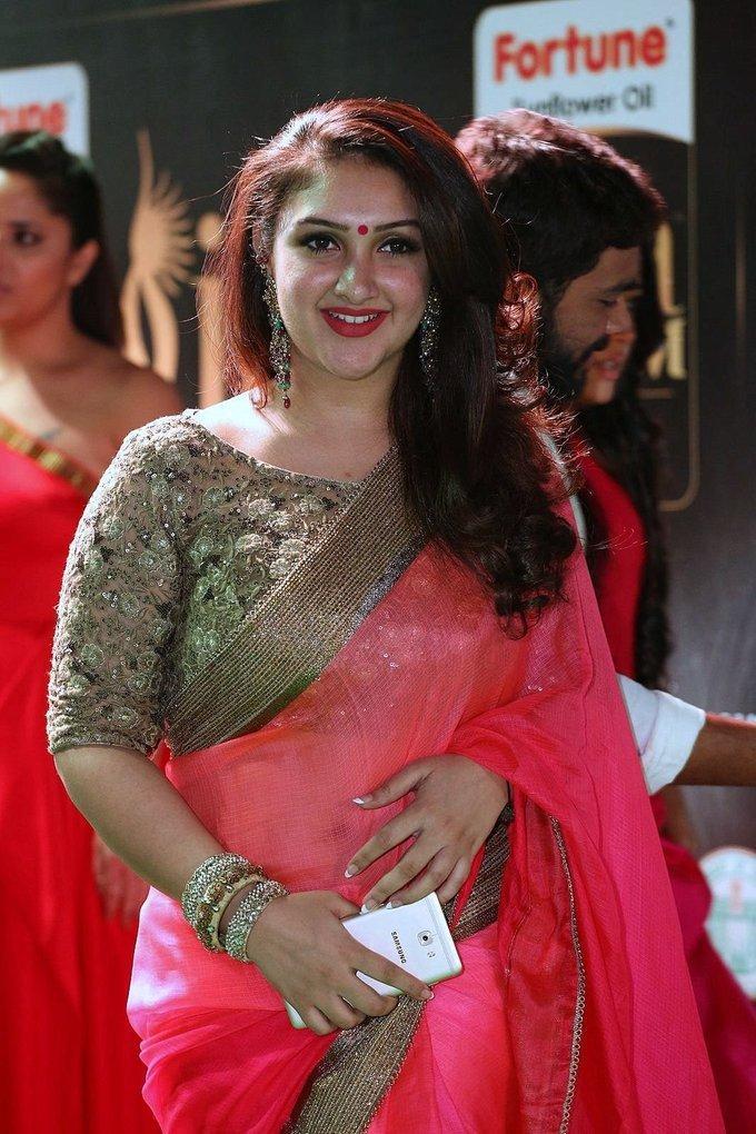 Sridevi Vijaykumar at IIfa Utsavam Awards 2017 In Red Saree