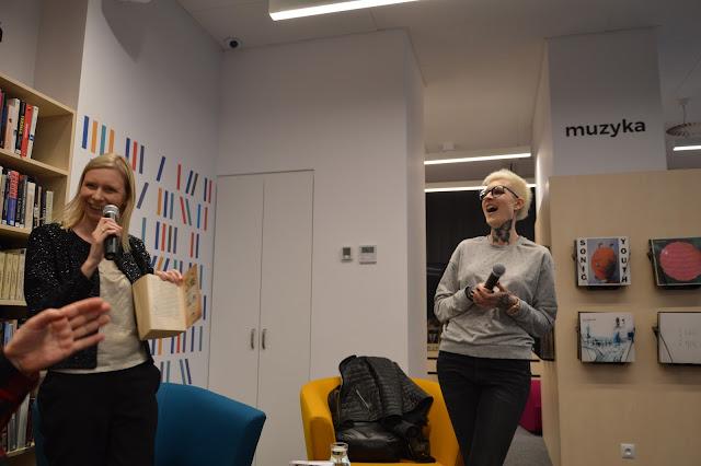 Rozmowa na stojąco i z przysiadami, czyli spotkanie z Katarzyną Puzyńską w Bibliotece Gdynia