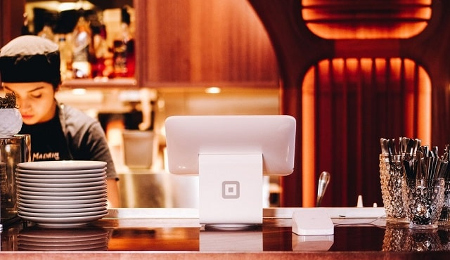 where to save money running a restaurant business budget
