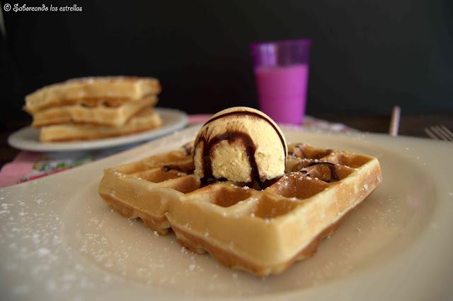 Gaufre con helado de vainilla - © Saboreando las Estrellas