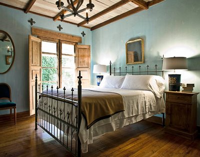 Design Home Interior: Spanish Bedroom Design