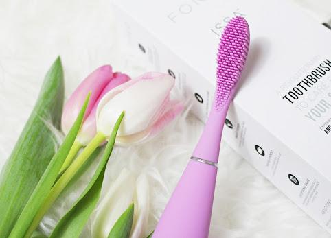 Soniczna szczoteczka do zębów Foreo ISSA - dlaczego ją wybrałam? Szczotkowanie zębów w ciąży lub po wyrwaniu ósemki.