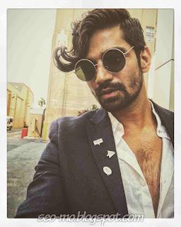 Foto Keren Vishal Singh Pakai kacamata