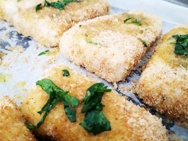 filetti di merluzzo impanati con finocchietto prezzemolo olio limone aceto