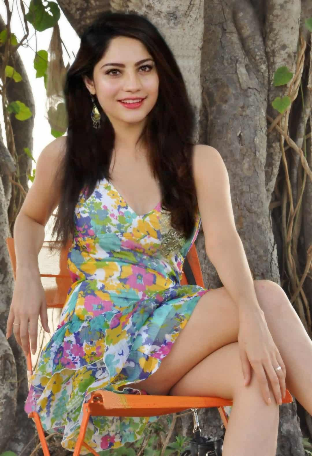neelam muneer hot legs, Actress hot legs,
