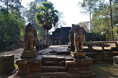 Artefak Penjaga jembatan menuju candi di Angkor Wat