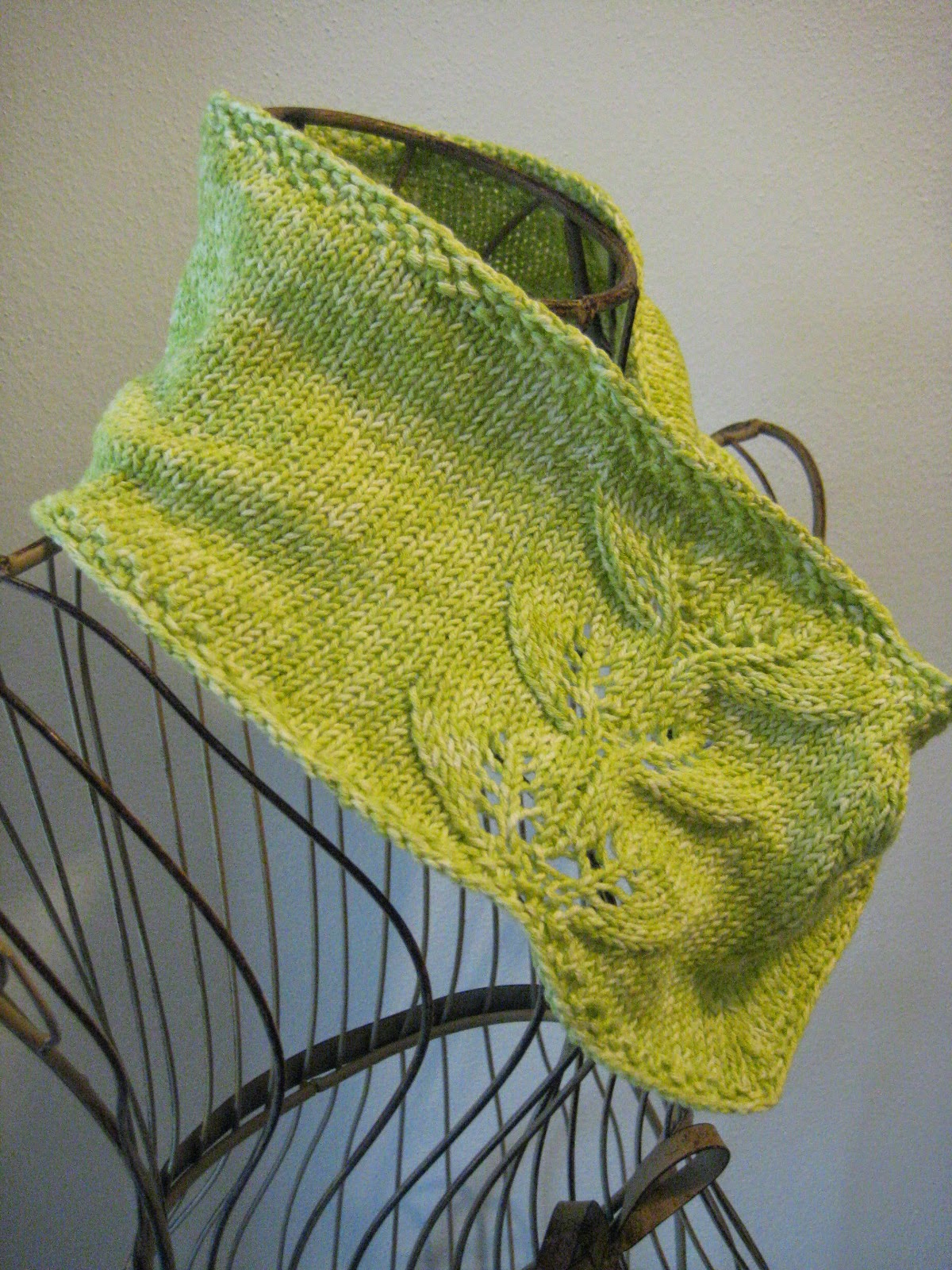 Balls to the Walls Knits: Twin Leaf Cowl