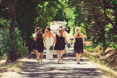 Invitadas vestidas de negro